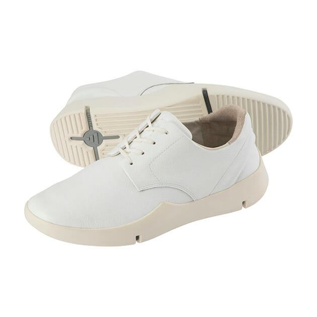 《ルコックスポルティフ》と革靴職人・五宝賢太郎によるCRAFTED SNEAKER。