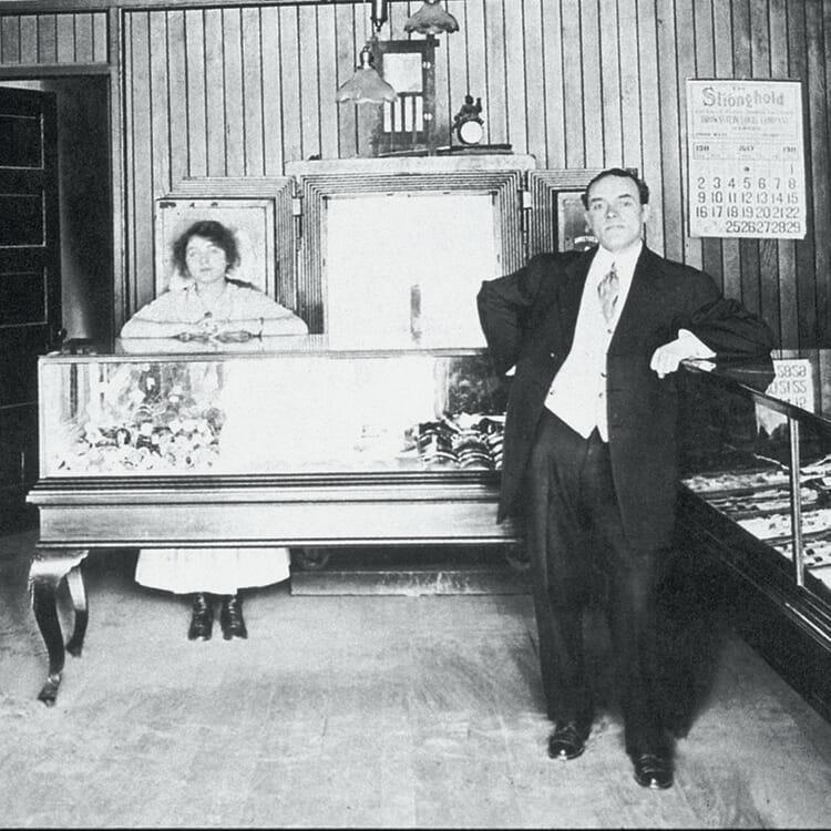 いかにして偉大な宝石商となったのか。 – FINDING HARRY WINSTON