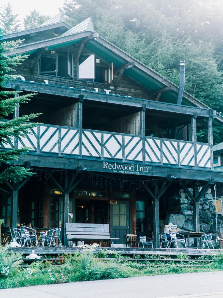 標高1520mの山奥、牧場に隣接する「レッドウッドイン」に一泊。