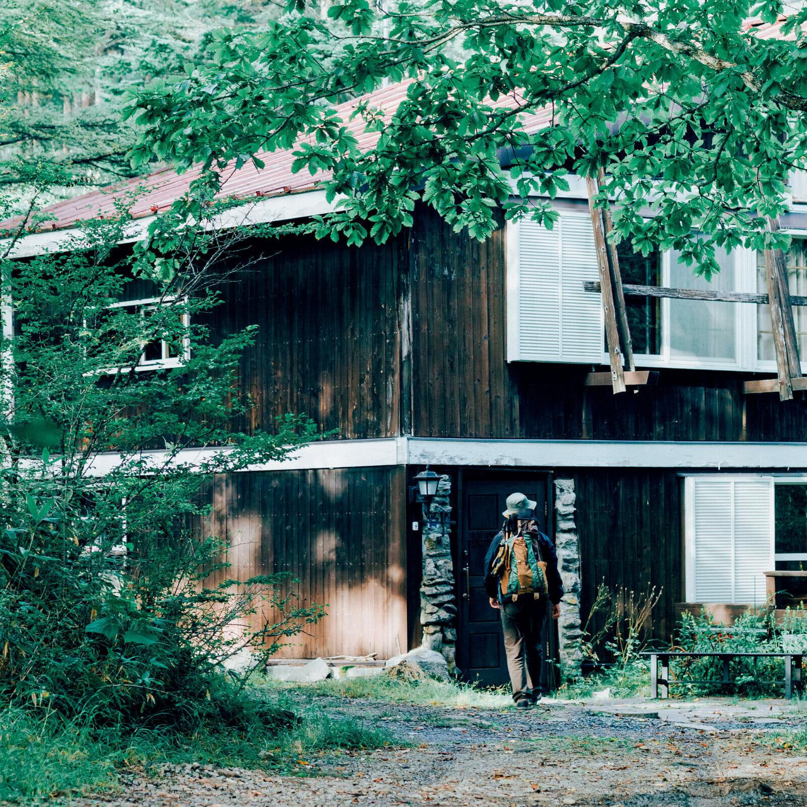 霧ヶ峰の森に佇む山荘、「クヌルプ ヒュッテ」に一泊。